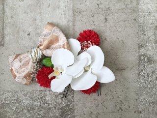 ちりめんリボンと胡蝶蘭の髪飾り