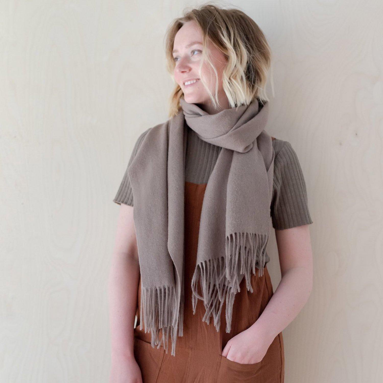 ラムズウール オーバーサイズスカーフ<br> Taupe