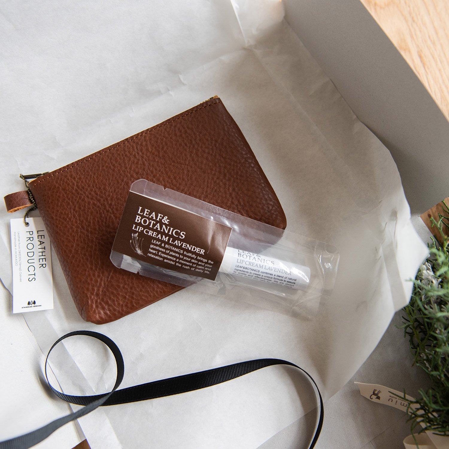 [GIFTSET]Leather pouch S & リップクリーム ギフトセット<img class='new_mark_img2' src='https://img.shop-pro.jp/img/new/icons14.gif' style='border:none;display:inline;margin:0px;padding:0px;width:auto;' />