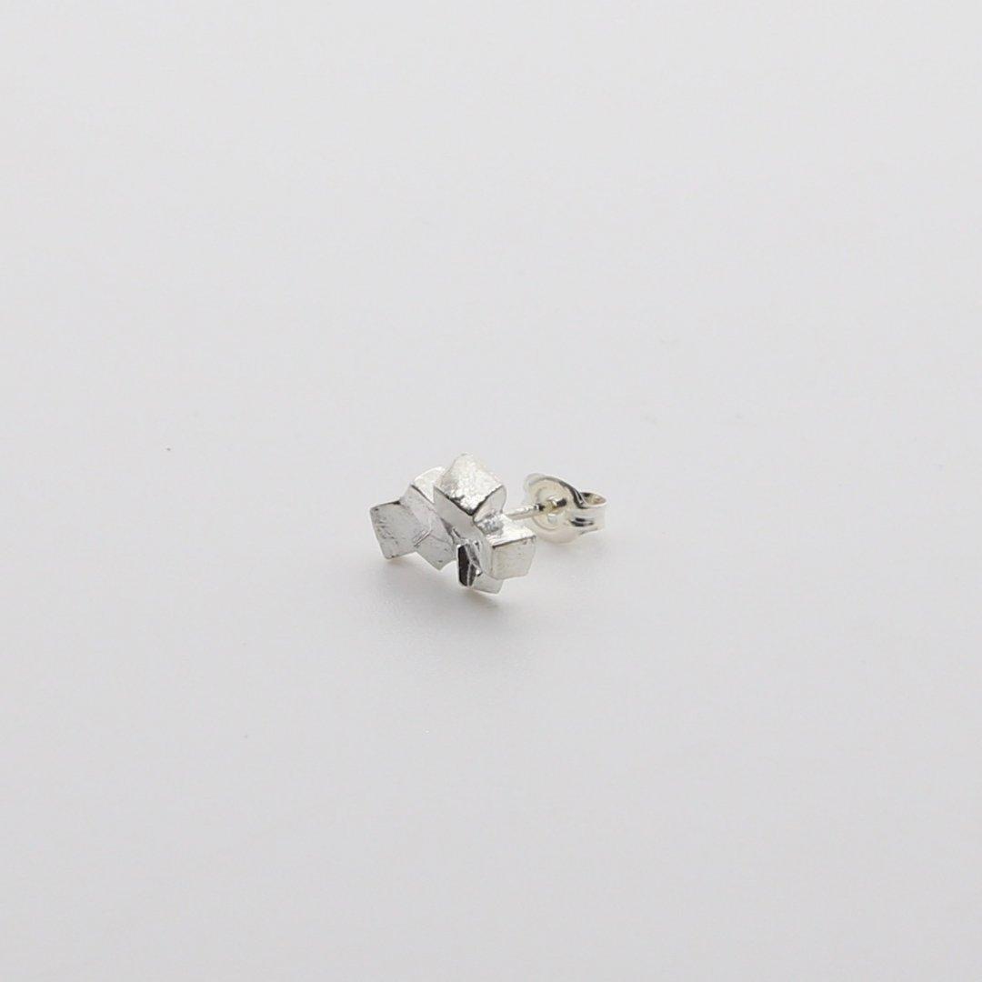 Pfutze  プフッツェ<br />結晶「黄鉄鉱」片耳ピアス 6s
