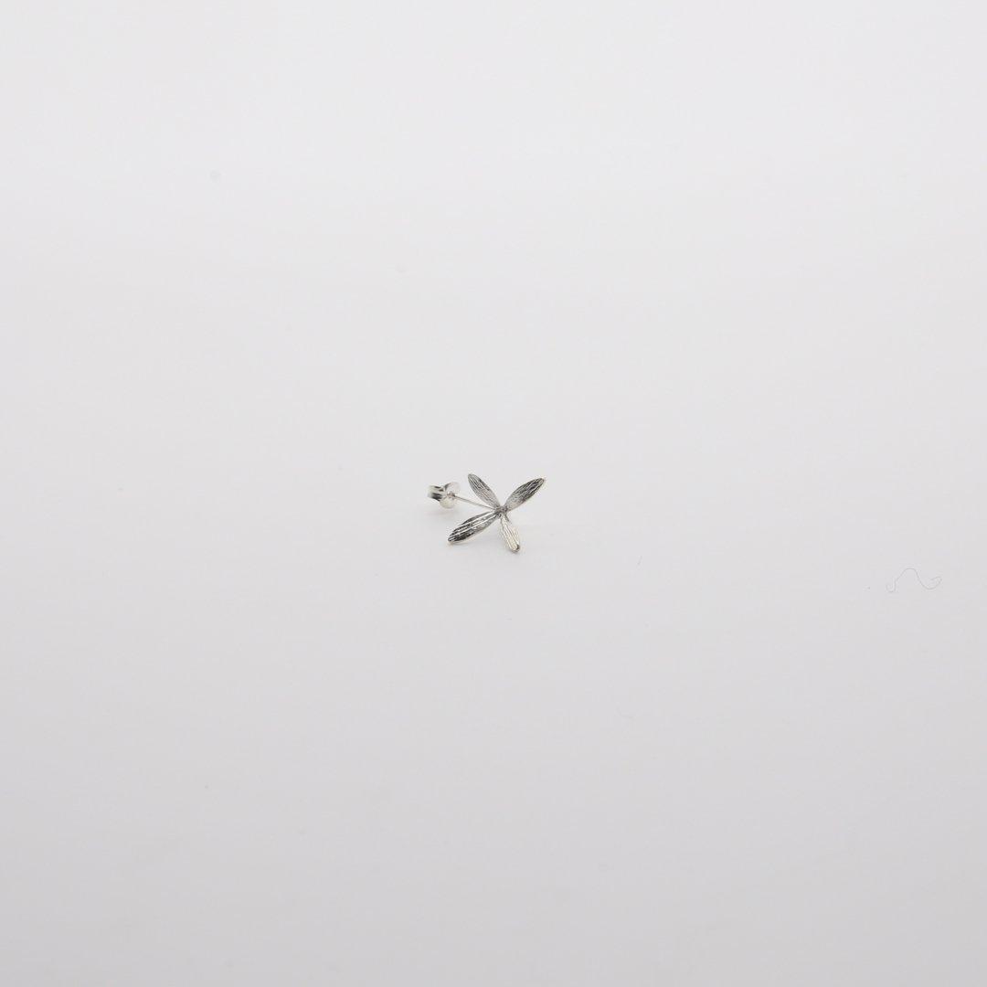 Pfutze  プフッツェ<br />風で飛ぶタネ・ハナツクバネウツギ 片耳ピアス 2s