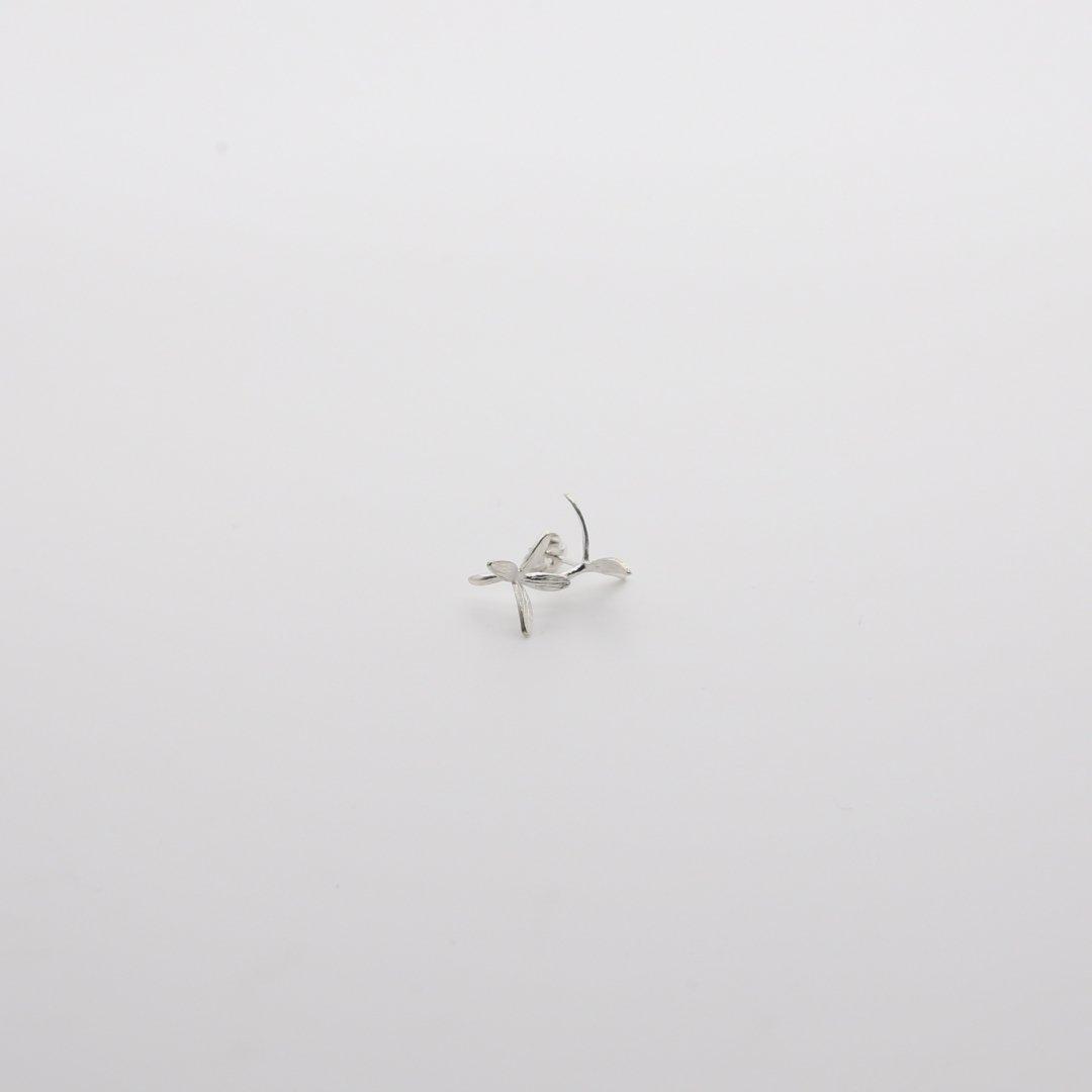Pfutze  プフッツェ<br />風で飛ぶタネ・ハナツクバネウツギ 片耳ピアス 4s