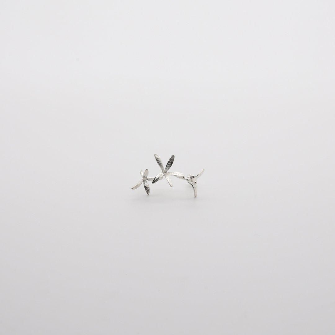 Pfutze  プフッツェ<br />風で飛ぶタネ・ハナツクバネウツギ 片耳ピアス 6s