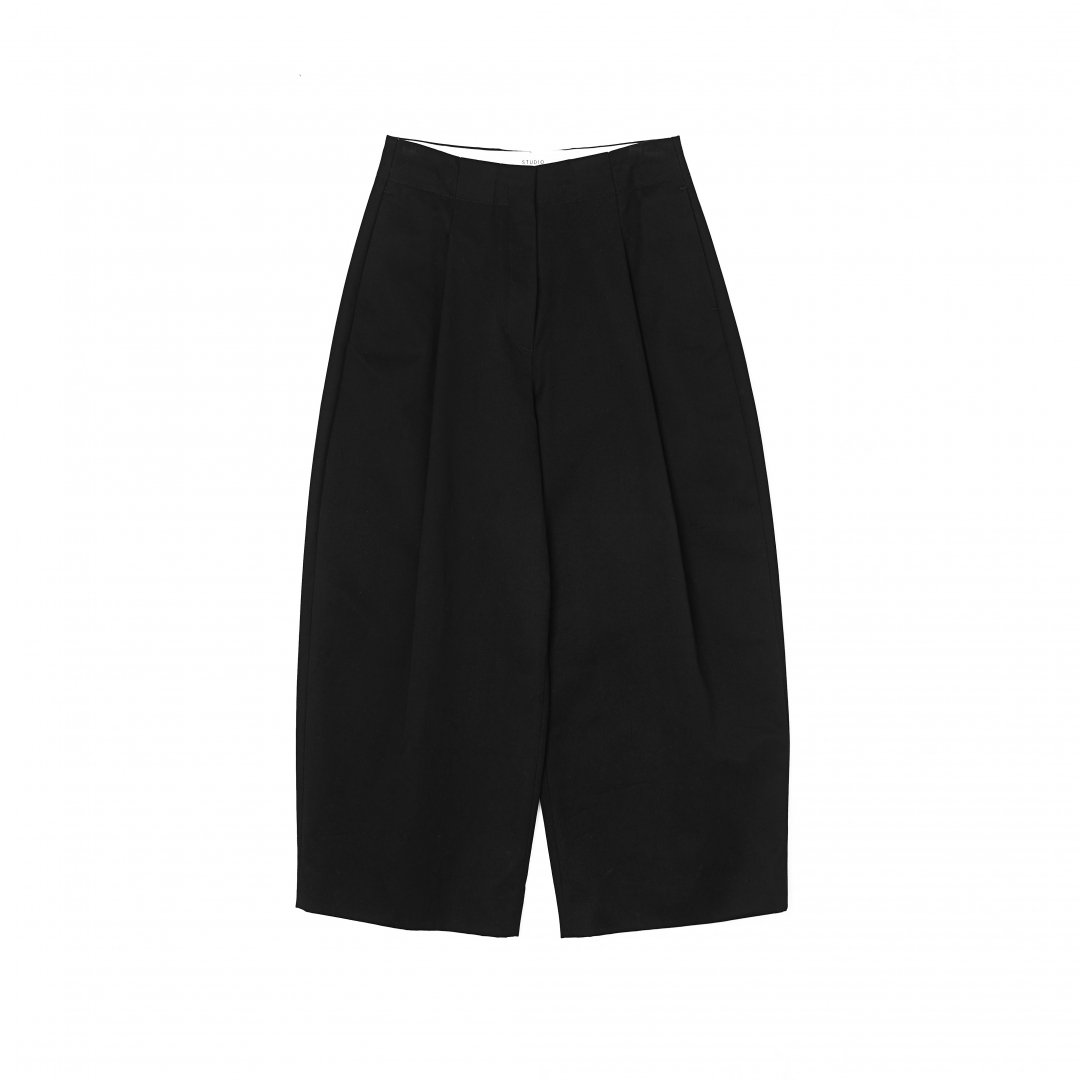 STUDIO NICHOLSON<br />Peached Cotton Twill Classic Volume Pleat Pants <br />IN BLACK