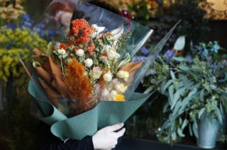 <img class='new_mark_img1' src='//img.shop-pro.jp/img/new/icons6.gif' style='border:none;display:inline;margin:0px;padding:0px;width:auto;' />dried flower bouquet -yellow/orange-