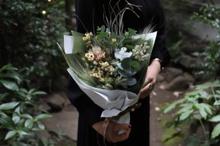 <img class='new_mark_img1' src='//img.shop-pro.jp/img/new/icons6.gif' style='border:none;display:inline;margin:0px;padding:0px;width:auto;' />dried flower bouquet -white-