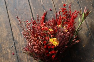 <img class='new_mark_img1' src='//img.shop-pro.jp/img/new/icons6.gif' style='border:none;display:inline;margin:0px;padding:0px;width:auto;' />dried flower bouquet -red-