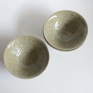志村睦彦 青磁陽刻牡丹文鉢