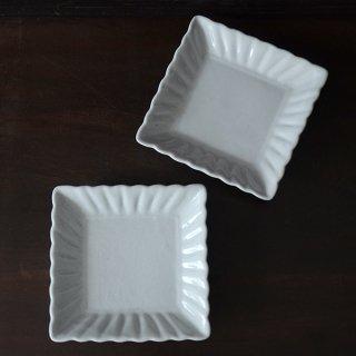 土井善男 乳白釉四方輪花板皿 径14.5cm×14.5cm 高さ3cm