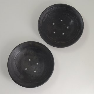 山田隆太郎 黒刷毛目6寸皿 径18cm 高さ4cm