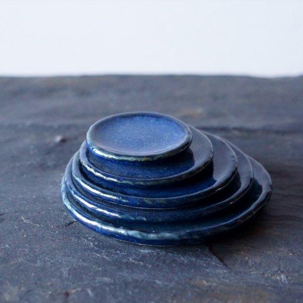 石木花の皿 藍