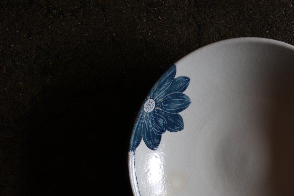 大谷桃子 青いハスの花8寸皿