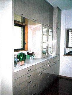 厨房内食器棚