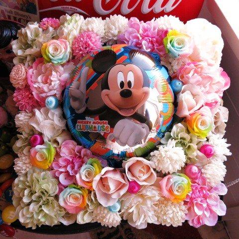 ミッキー入り 花 フラワーギフト レインボーローズ プリザーブドフラワー入り 30㎝×30㎝ 箱を開けるとサプライズ プリザーブドフラワー入り 箱一面お花がいっぱいの スマイル フラワーギ…