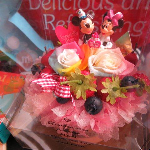 誕生日プレゼント ディズニー フラワーギフト レインボーローズ プリザーブドフラワー フルーツいっぱいのケーキのプリザーブドフラワー バースデーA ミッキー ミニー ケース…
