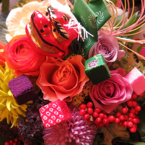 お正月 花 お正月 フラワーアレンジメント 春のお花いっぱい デザイナーにデザインおまかせフラワーアレンジメ…
