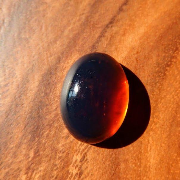 ブルーアンバー(琥珀) インドネシア・スマトラ産 ハロウィン 24mm/ ルース・カボション