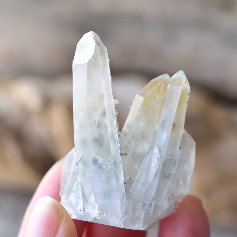 クローライト・イン・クォーツ・クラスター カルサイト Botanical quartz ブルガリア・マダン鉱山産 25g/ 鉱物・水晶原石
