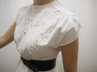 80s- White Short Sleeve Embroidered Blouse