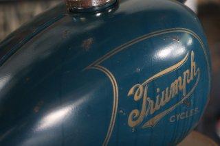 リブピーナッツタンク Blue × Triumph Logo