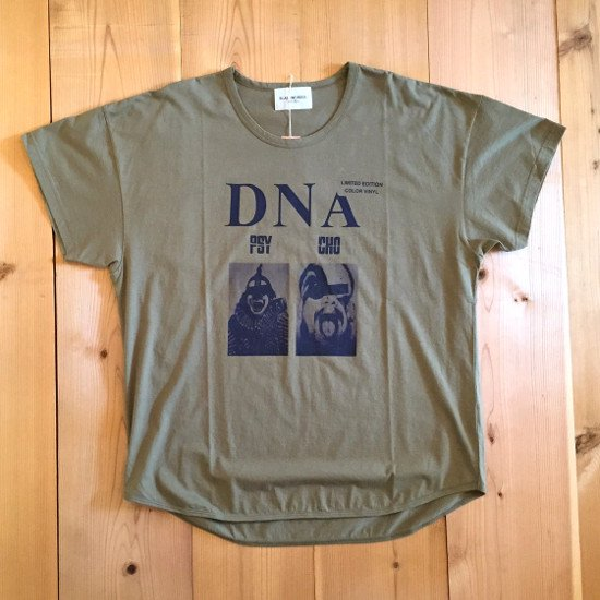 <img class='new_mark_img1' src='https://img.shop-pro.jp/img/new/icons3.gif' style='border:none;display:inline;margin:0px;padding:0px;width:auto;' />Black weirdos  ブラック ウィドー / Tシャツ DNA Tee 【KHAKI】