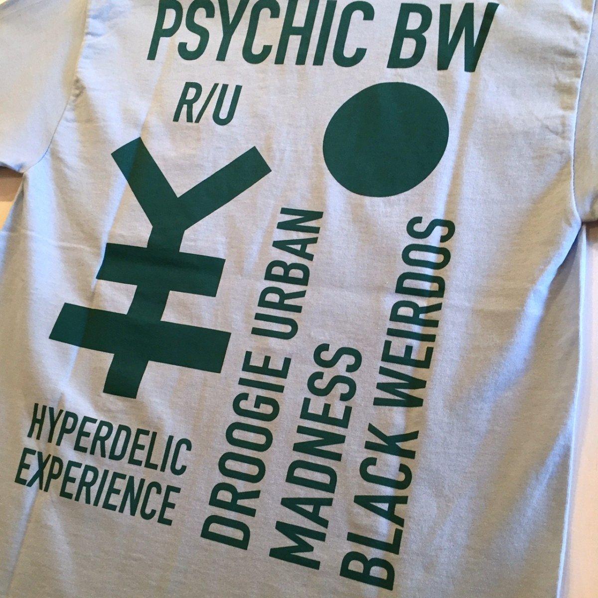 <img class='new_mark_img1' src='https://img.shop-pro.jp/img/new/icons3.gif' style='border:none;display:inline;margin:0px;padding:0px;width:auto;' />Black Weirdos  ブラック ウィドー / Tシャツ PSYCHIC BW Pocket Tee 【SKY】
