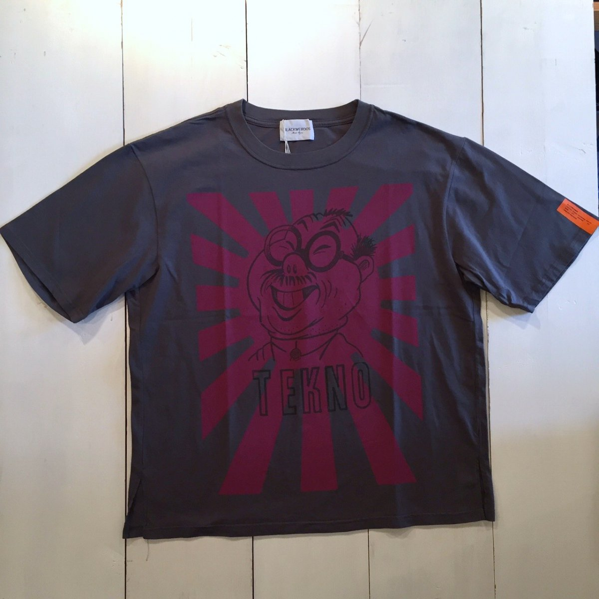 <img class='new_mark_img1' src='https://img.shop-pro.jp/img/new/icons3.gif' style='border:none;display:inline;margin:0px;padding:0px;width:auto;' />Black Weirdos  ブラック ウィドー / Tシャツ TEKNO JAP Tee 【GRAY】
