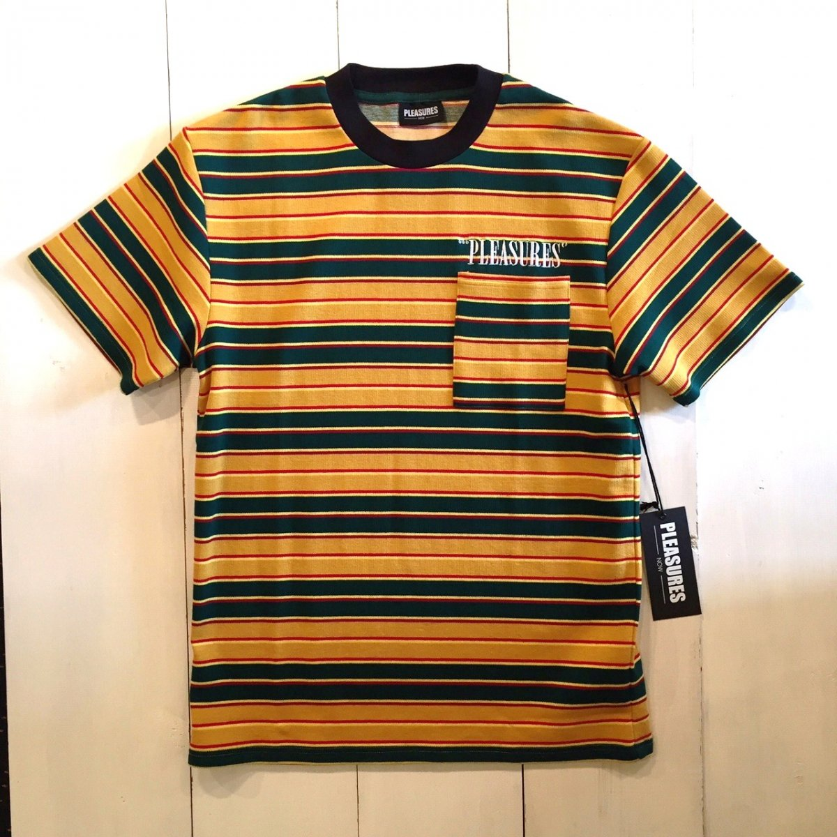 <img class='new_mark_img1' src='//img.shop-pro.jp/img/new/icons3.gif' style='border:none;display:inline;margin:0px;padding:0px;width:auto;' />PLEASURES プレジャーズ / Tシャツ CHAINSMOKE STRIPE SHIRT 【YELLOW / GREEN】