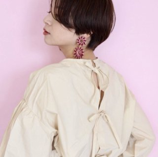 [予約] Back ribbon blouse (CREAM)