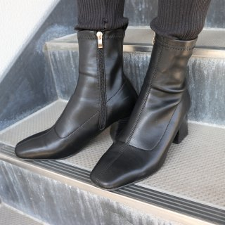 Square fit boots (BLACK)