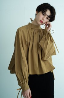 [予約] Back ribbon highneck blouse