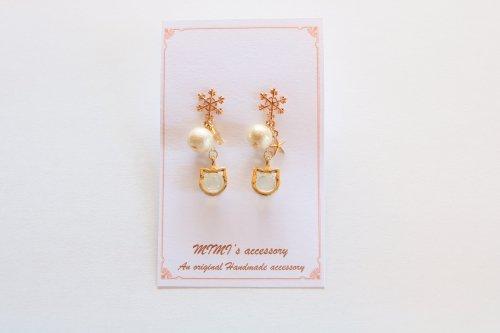 ◆ハンドメイド◆MIMI's accessory/ピアス/雪とパールと白猫