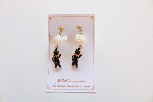 ◆ハンドメイド◆MIMI's accessory/イヤリング/パールボール&黒猫