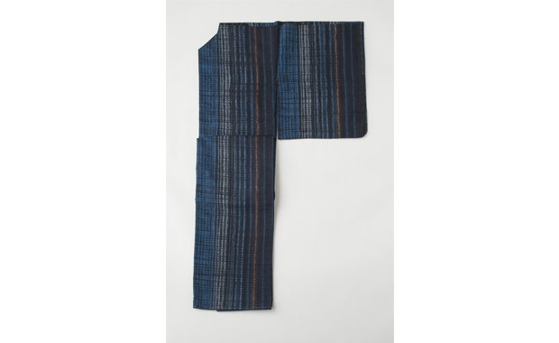 「きもの はちす」藍地縞絞染文生紬