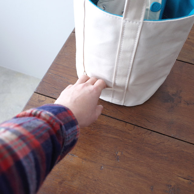 TEMBEA Delivery Tote Small Basic Natural / Dk Blue