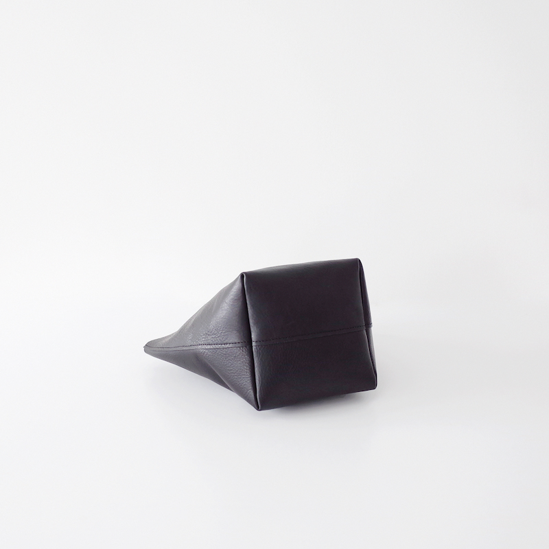 TEMBEA テンベア Delivery Tote Small Shrink Leather Black
