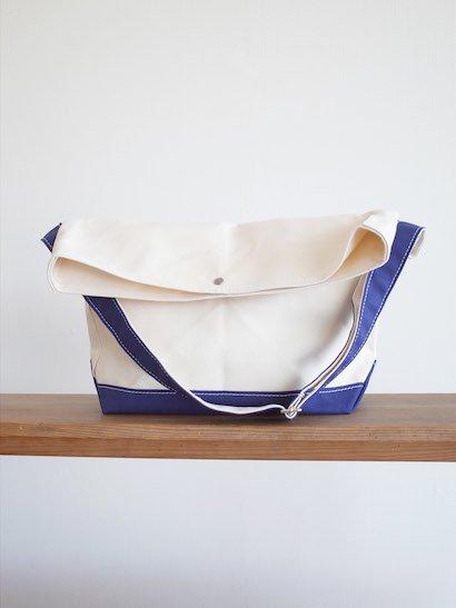 TEMBEA Messenger Bag - Natural / Navy