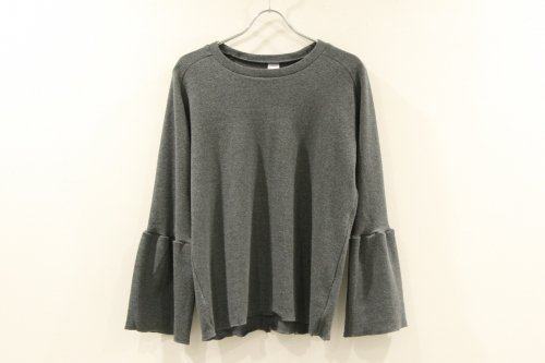 <img class='new_mark_img1' src='//img.shop-pro.jp/img/new/icons47.gif' style='border:none;display:inline;margin:0px;padding:0px;width:auto;' />Natsumi Zama / Luxury Sleeve Top(GREY)
