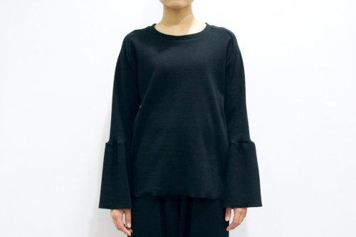 <img class='new_mark_img1' src='//img.shop-pro.jp/img/new/icons47.gif' style='border:none;display:inline;margin:0px;padding:0px;width:auto;' />Natsumi Zama / Luxury Sleeve Top(BLACK)