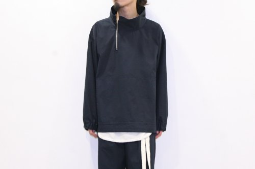 <img class='new_mark_img1' src='https://img.shop-pro.jp/img/new/icons47.gif' style='border:none;display:inline;margin:0px;padding:0px;width:auto;' />SAMSARA / STAND COLLAR ANORAK(NAVY)