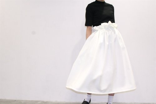 <img class='new_mark_img1' src='//img.shop-pro.jp/img/new/icons41.gif' style='border:none;display:inline;margin:0px;padding:0px;width:auto;' />Natsumi Zama /Gathered Stretch Skirt(OFF WHITE)