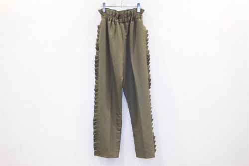 <img class='new_mark_img1' src='https://img.shop-pro.jp/img/new/icons47.gif' style='border:none;display:inline;margin:0px;padding:0px;width:auto;' />Natsumi Zama /Pleats Trousers(KHAKI)