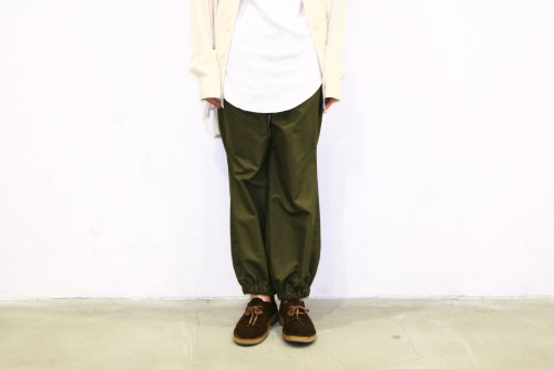 <img class='new_mark_img1' src='https://img.shop-pro.jp/img/new/icons47.gif' style='border:none;display:inline;margin:0px;padding:0px;width:auto;' />THEE / RIB PANTS(OLIVE)