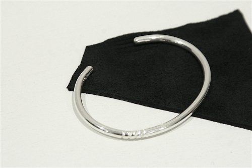 <img class='new_mark_img1' src='https://img.shop-pro.jp/img/new/icons47.gif' style='border:none;display:inline;margin:0px;padding:0px;width:auto;' />ACE by morizane / four spiral bangle(Britannia silver)