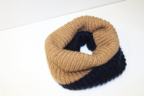 <img class='new_mark_img1' src='https://img.shop-pro.jp/img/new/icons47.gif' style='border:none;display:inline;margin:0px;padding:0px;width:auto;' />REALITY STUDIO / Snood muffler(CAMEL×NAVY)