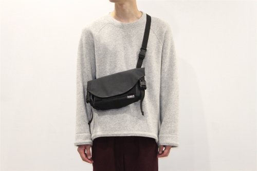 <img class='new_mark_img1' src='https://img.shop-pro.jp/img/new/icons47.gif' style='border:none;display:inline;margin:0px;padding:0px;width:auto;' />ETHOS/ × bagjack SPUTNIK shoulderbag (BLACK)