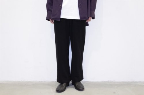 <img class='new_mark_img1' src='//img.shop-pro.jp/img/new/icons20.gif' style='border:none;display:inline;margin:0px;padding:0px;width:auto;' />THEE / esay slit pants.(BLACK)