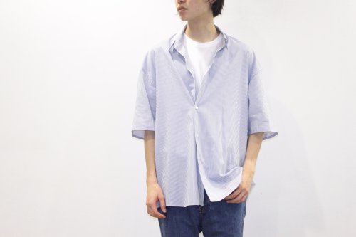 <img class='new_mark_img1' src='//img.shop-pro.jp/img/new/icons2.gif' style='border:none;display:inline;margin:0px;padding:0px;width:auto;' />THEE / double-buttoned short sleeve shirts.(STRIPE)