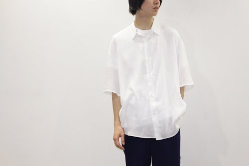 <img class='new_mark_img1' src='//img.shop-pro.jp/img/new/icons47.gif' style='border:none;display:inline;margin:0px;padding:0px;width:auto;' />THEE / double-buttoned short sleeve shirts.(WHITE)