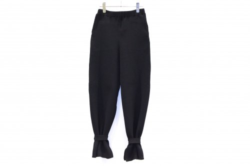 <img class='new_mark_img1' src='https://img.shop-pro.jp/img/new/icons47.gif' style='border:none;display:inline;margin:0px;padding:0px;width:auto;' />TAN / ANKLE STRAPED RIB PANTS(BLACK)
